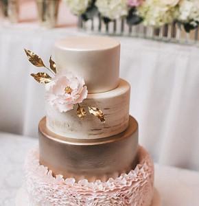 rózsaszín csipkés torta
