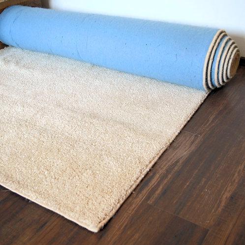 krém bevonuló szőnyeg