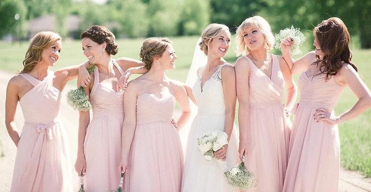 babrózsaszín menyasszonyi ruha, koszorúslány ruha