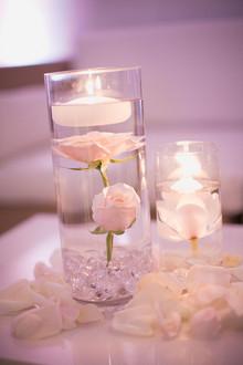 vízbe merített virágfejek