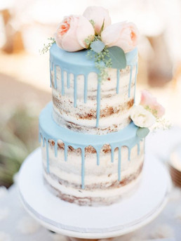 09-a-naked-wedding-cake-with-mint-drip-a