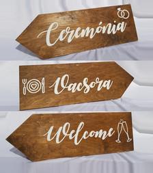 fa irányítótábla esküvőre