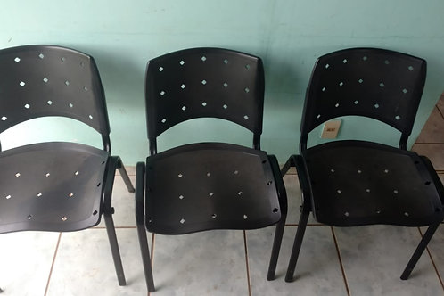 Lote c/ 03 Cadeiras fixas Pretas