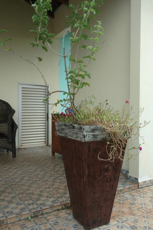 01 Vaso de Concreto Grande com Alamanda roxa