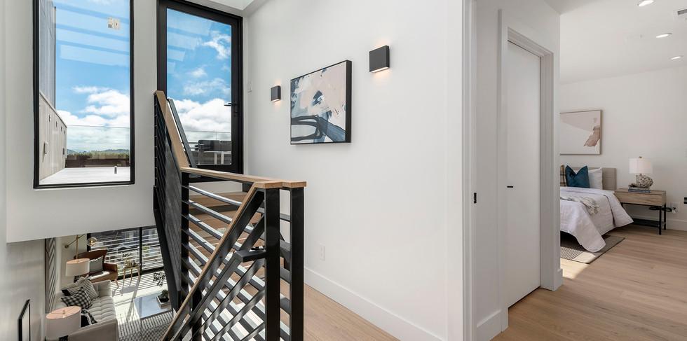 40_upstairs.jpg