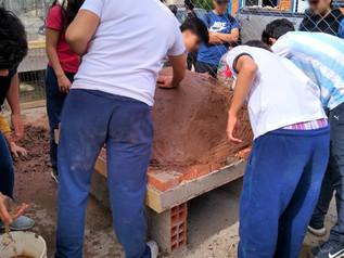 Colaboramos en la construcción de un horno de barro