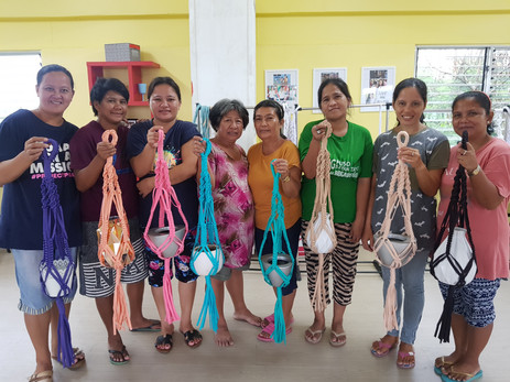 After few weeks of training, they are already experts with macrame.