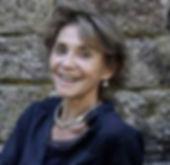 marie-claire bouthors, fondatrice de l'ecole de sophrologie du nord-est, esne esne51.info, femme souriante blonde avec des bijoux en argent et une chemiser bleue