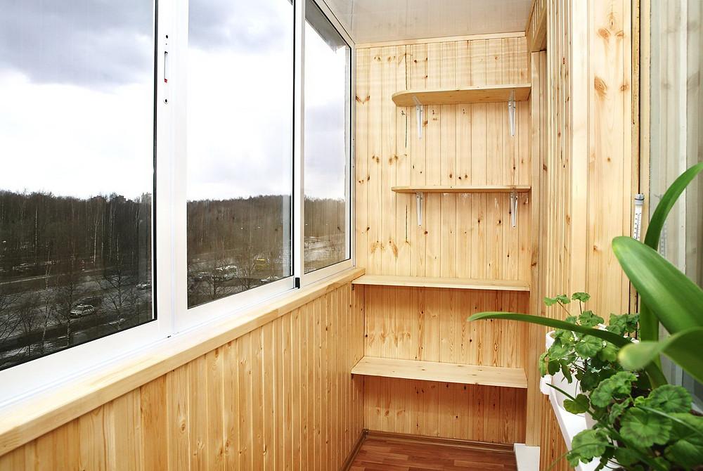 отделка балконов и лоджий вагонкой - виды и особенности