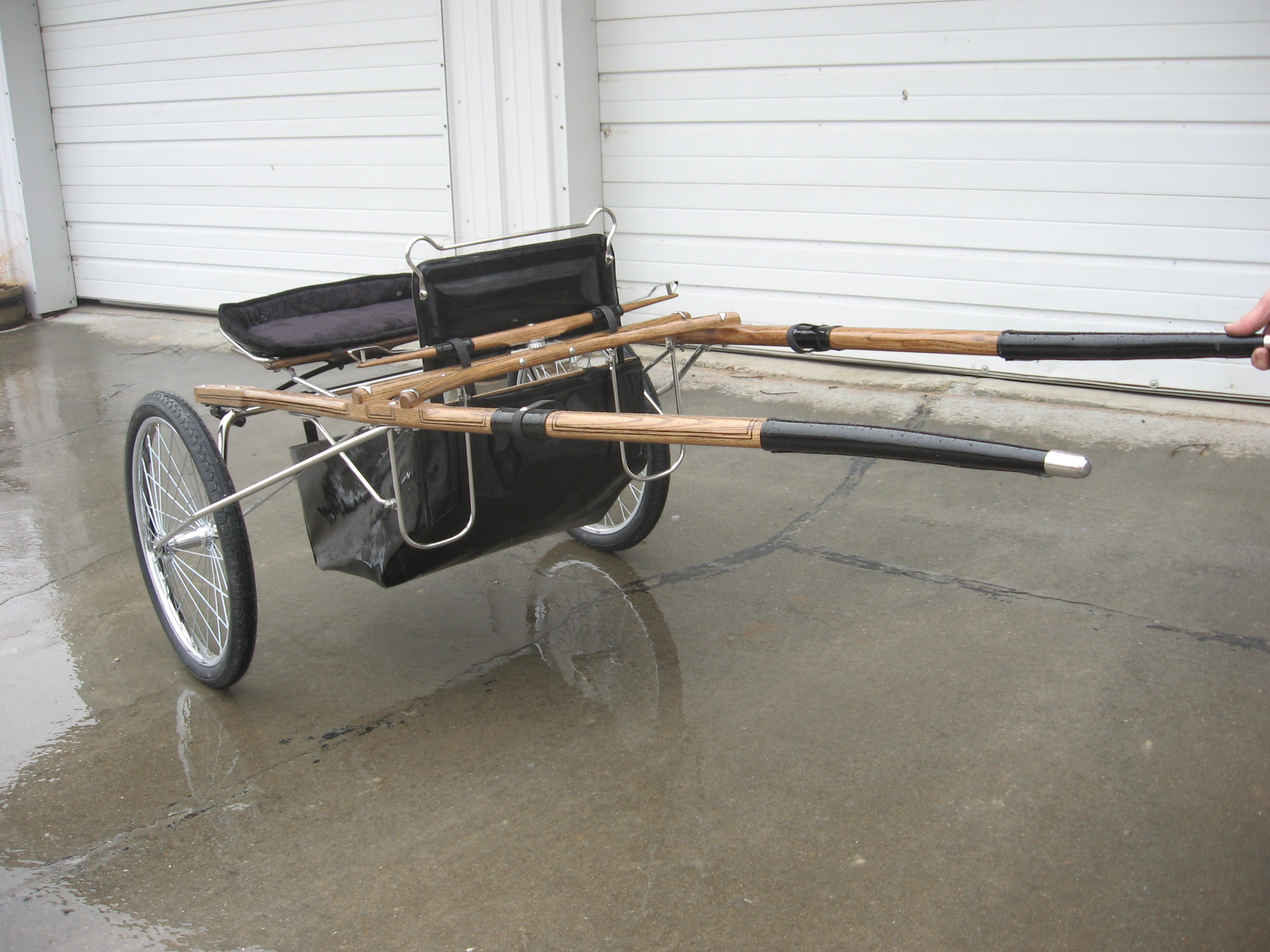Open Arch Show Cart with Wheel Guard