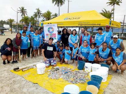 Acao de limpeza de praia