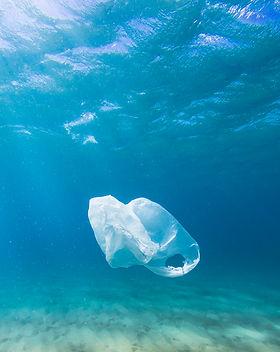 Plastiktüte im Ozean