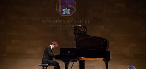 Orlando Bass, pianiste du Palais Royal. © Philippe Provoly