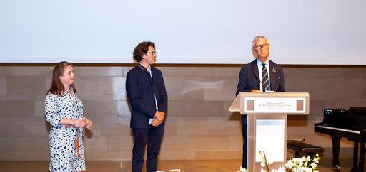Gustav et Marie Viennet (Prix de l'Art du jardin 2021) et Jean-François Hébert. © Philippe Provoly
