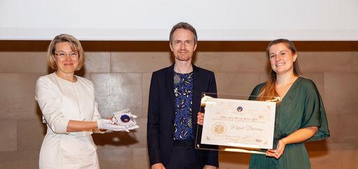 Natalia Logvinova Smalto et Alexandre Tharaud remettaient le Prix des musiciens à Marie Ducroux. © Philippe Provoly