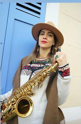 La Saxophoniste Ariane Kastler pose pour Terre Inca