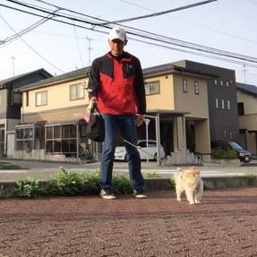 朝は愛犬マロンの散歩で
