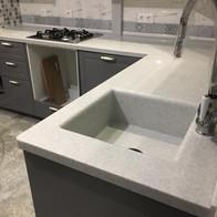 Столешница для кухни из искусственного акрилового камня
