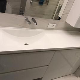 Столешница в ванную из акрилового камня
