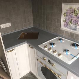 Столешница на кухню из искусственного акрилового камня