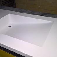 Столешница в ванную с интегрированной раковиной из искусственного камня