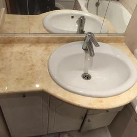 Столешница в ванную из искусственного камня