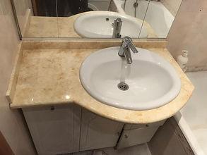 Столешница в ванную комнату с накладной раковиной