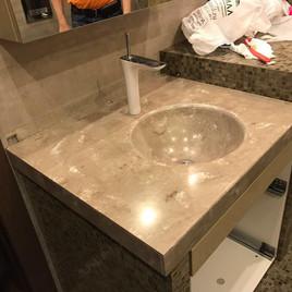 Столешница в ванную из искусственного акрилового камня