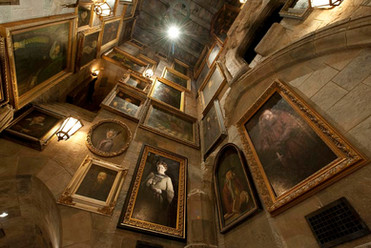 Portrait-Gallery-at-Hogwarts-Castle.jpg