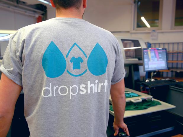 Dropshirt_Logo_Shooting_4_OhneOverlay.pn