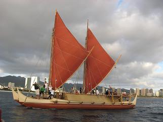 Canoa tradicional havaiana cruzará os mares sem bússola ou GPS