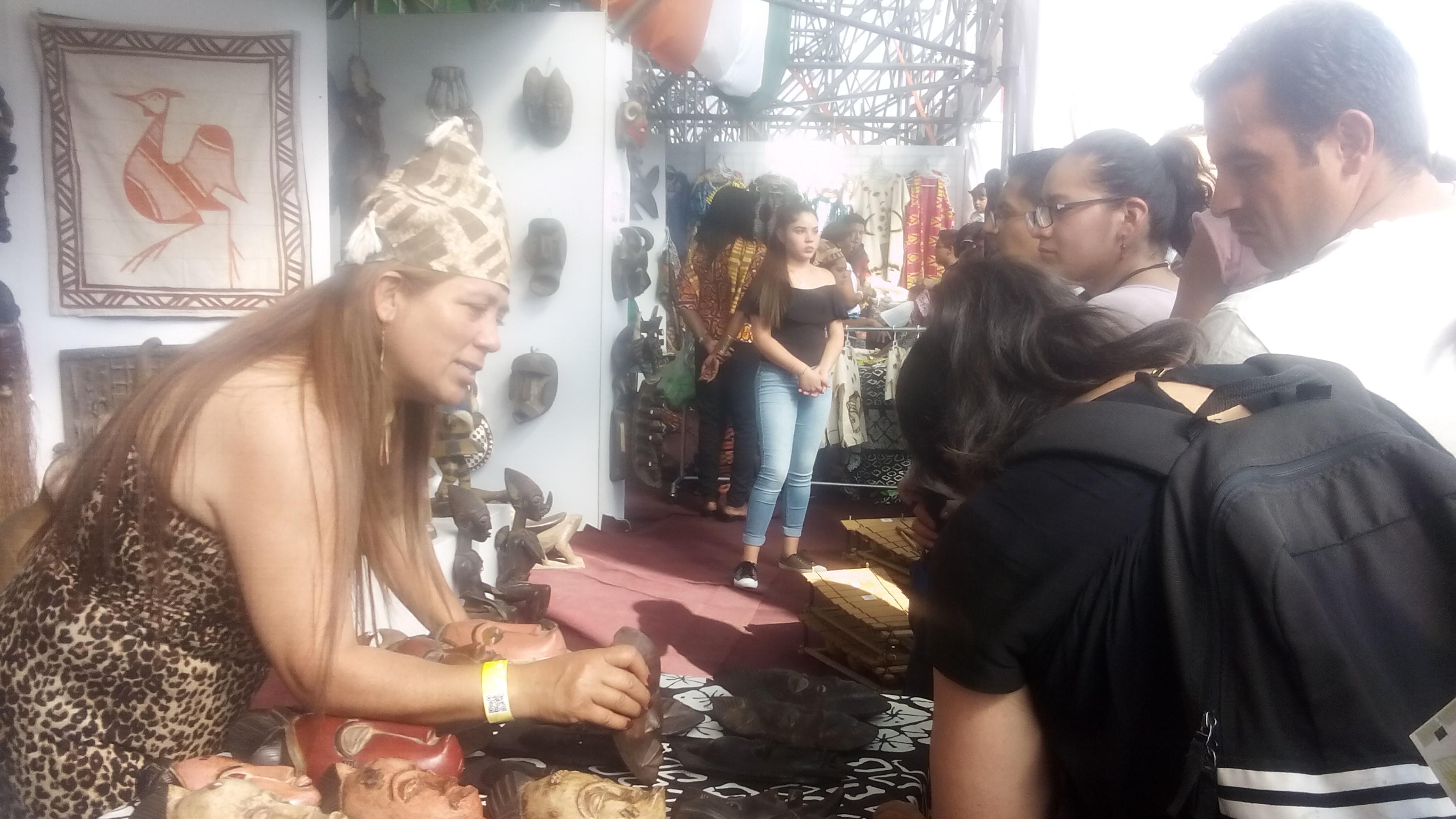 x_Educación_intercultural,__stand_de_Costa_de_Marfil_en_la_Feria_Internacional_de_las_Culturas_Amiga