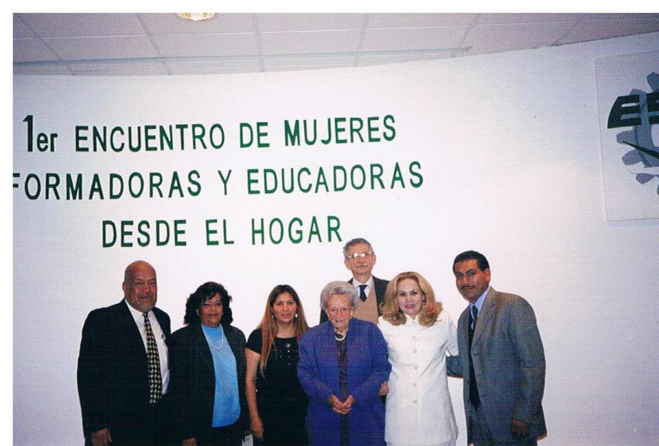 Día_Internacional_de_la_Mujer,_Premio_Mujer_del_Año_-_1er_Encuentro_de_Mujeres_Formadoras_y_Educador