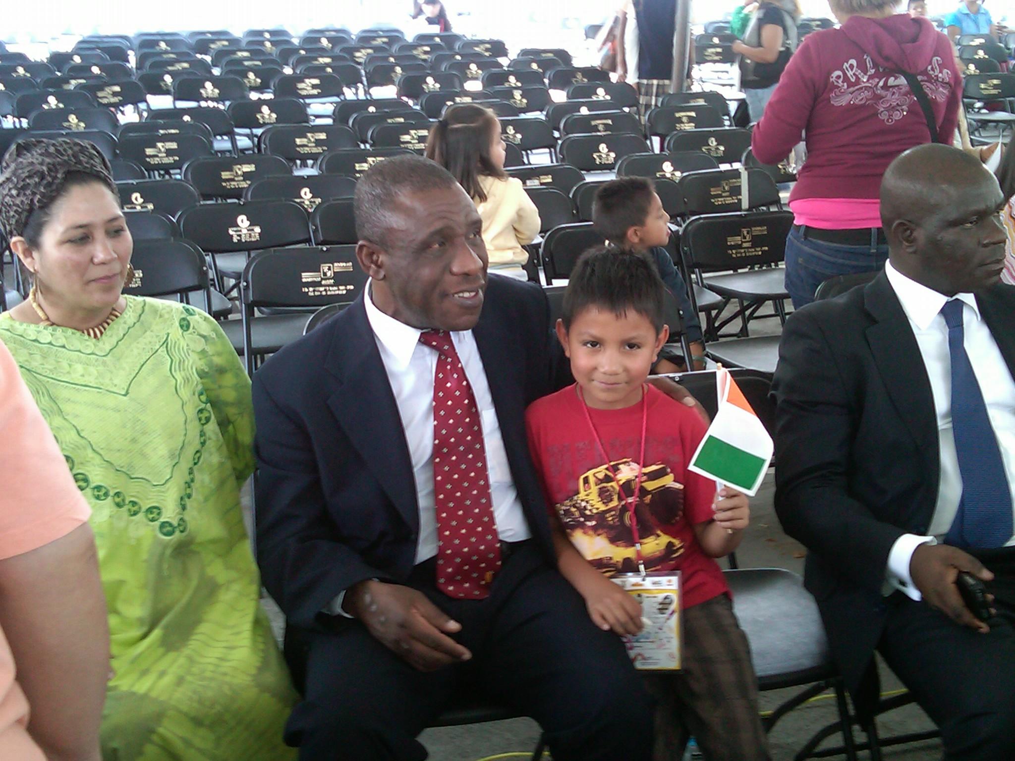 Educación_intercultural,_Embajador_de_Costa_de_Marfil_y_comitiva_en_cierre_de_actividades_de_niños__