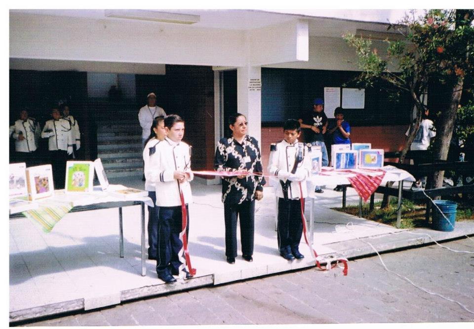 Ceremonia_de_inauguración_de_Punto_de_Encuentro_INEA-DIF,_Directora_Ma._Eugenia_corta_listón