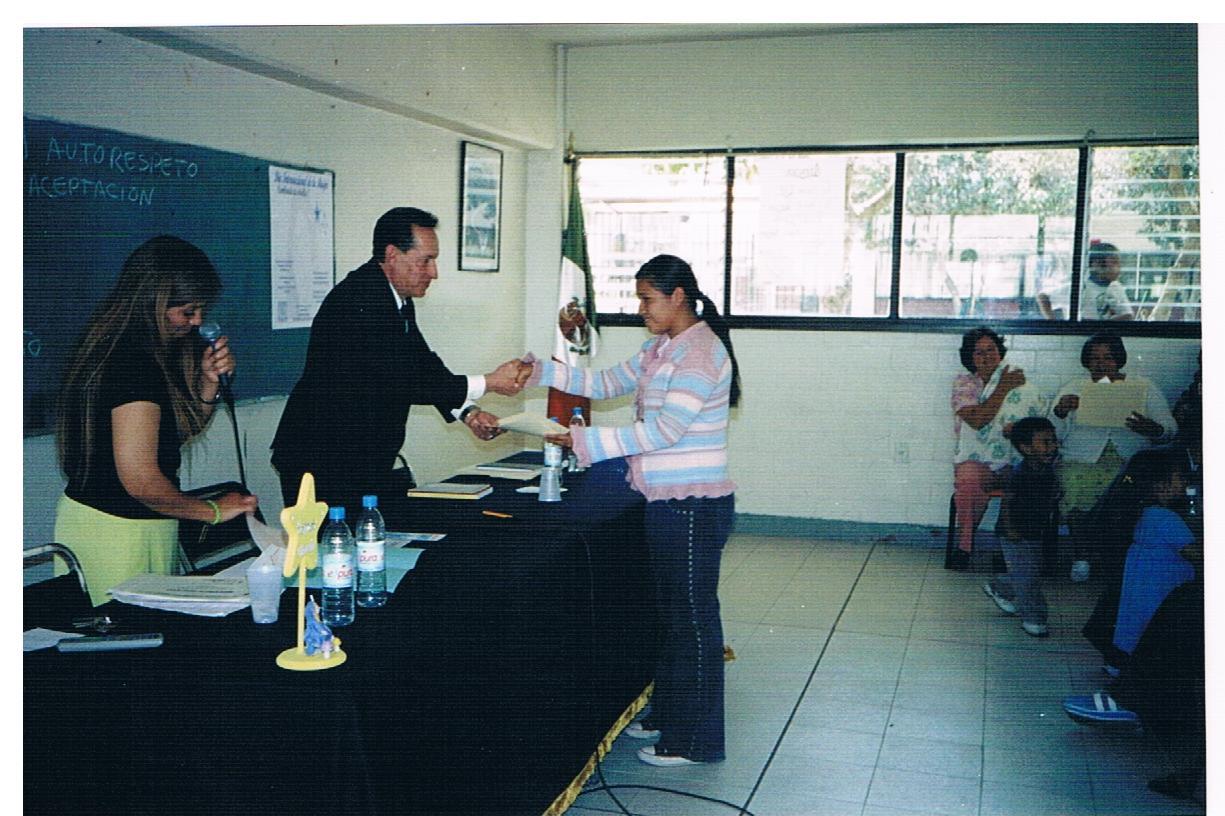 Entrega_de_certificados_de_educación_básica_2