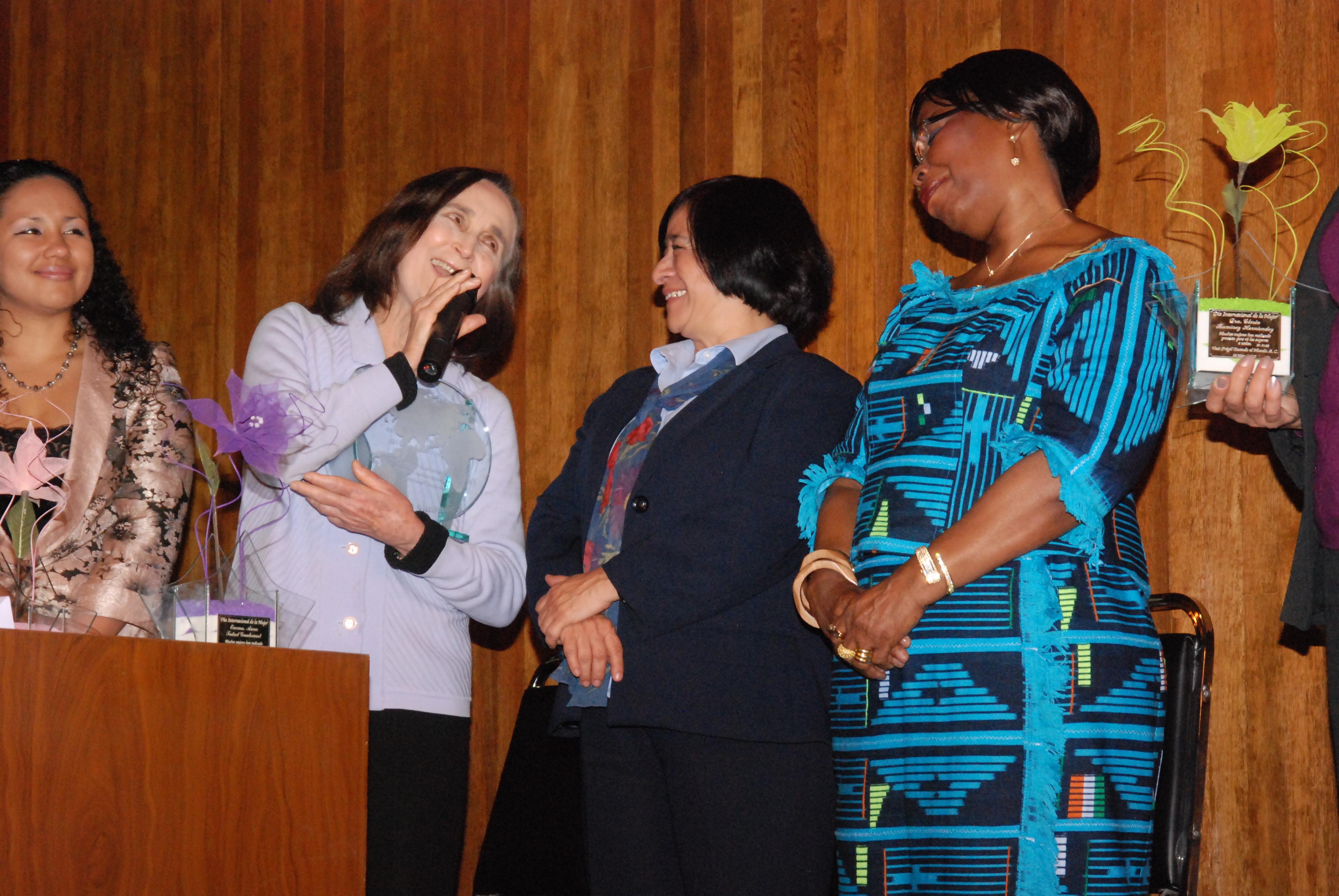Día_Internacional_de_la_Mujer,_Premio_Mujer_del_Año_-_Encuentro_de_Mujeres_Formadoras_y_Educadoras_d