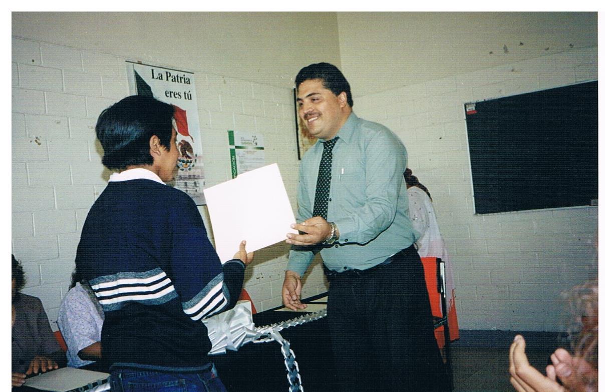 Entrega_de_certificados_de_educación_básica_1