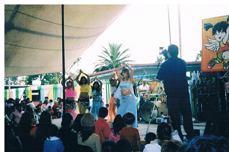 Educación_intercultural,_presentación_de_grupo_de_danza_árabe