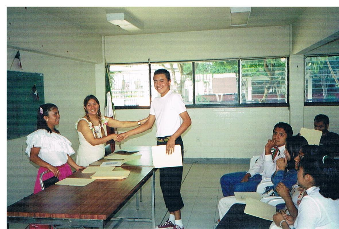 Entrega_de_certificados_de_educación_básica_3