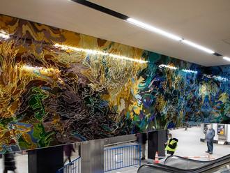 Instalação feita de mais de 5.000 pedaços de vidro