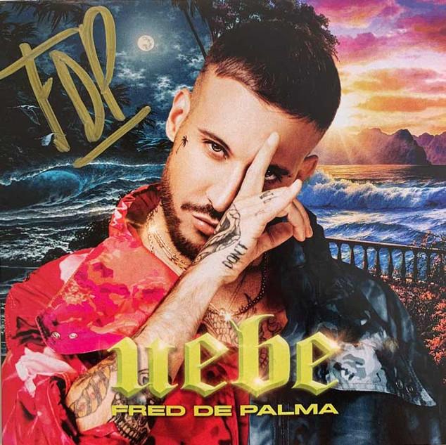 UEBE  Fatti così (intro) – 2:04 Il tuo profumo (feat. Sofía Reyes) – 2:41 Bahamas (feat. Emis Killa) – 3:09 Una volta ancora (feat. Ana Mena) – 3:00 Mano x mano – 3:02 Uebe (feat. Boro Boro) – 3:22 Sincera – 3:31 Sku Sku (feat. Shade) – 2:33 D'estate non vale (feat. Ana Mena) – 2:36 Dio benedica il reggaeton (feat. Baby K) – 2:48 Non dirmi che ti manco (outro) – 1:48 Se iluminaba (feat. Ana Mena) – 3:00