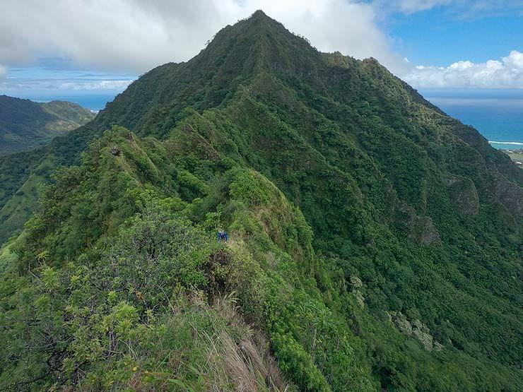 pu'u manamana ridge from far