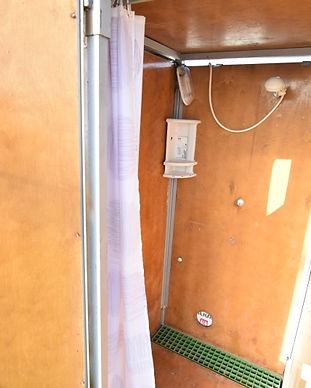 מבנה מקלחות מעץ קיט זוגי - פנים.JPG