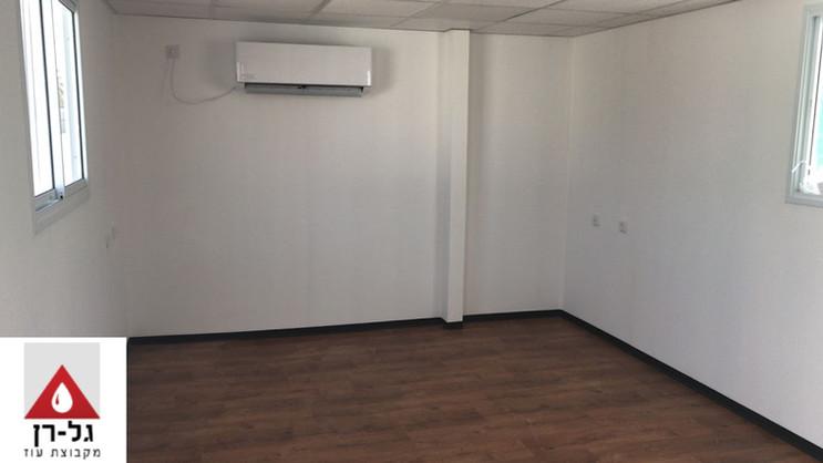 מבנה משרד 6 על 3.5 מטר על בסיס מכולות -