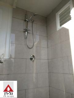 מבנה רחצה מפנל מבודד- מקלחון.jpg
