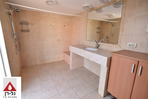 מבנה תא רחצה כולל שירותים ומקלחת - מפואר