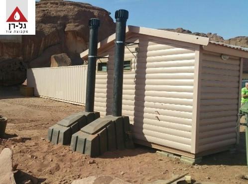 מבנה שירותים אקולוגיים  - מאחור זווית צד