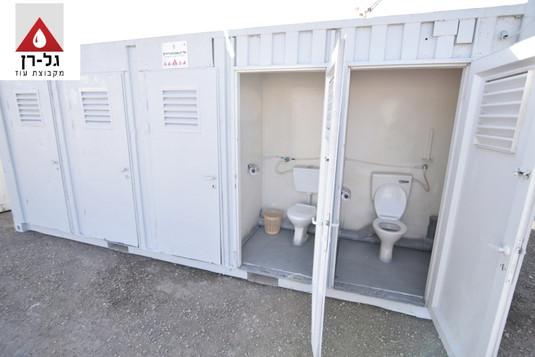 מבנה 10 תאי שירותים - חוץ דלתות פתוחות נ