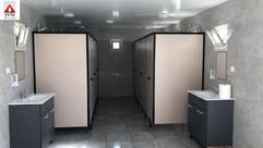 מכולת שירותים ומקלחות